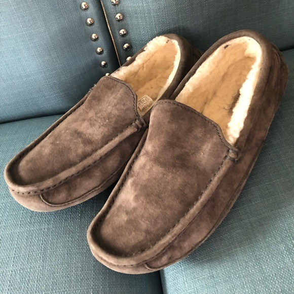 8cb24c9839f UGG Men's Ascot Slippers Charcoal